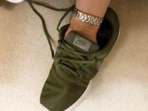 靴の素材確認