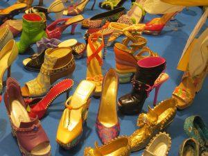 様々なヒール靴